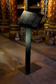Tout pour plaire - mobilier signalétique - intérieur - pupitre sur pied mobile - Sainte-Chapelle, Paris