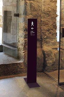 Tout pour plaire - mobilier signalétique - intérieur - stèle directionnelle sur pied mobile - Carcassonne