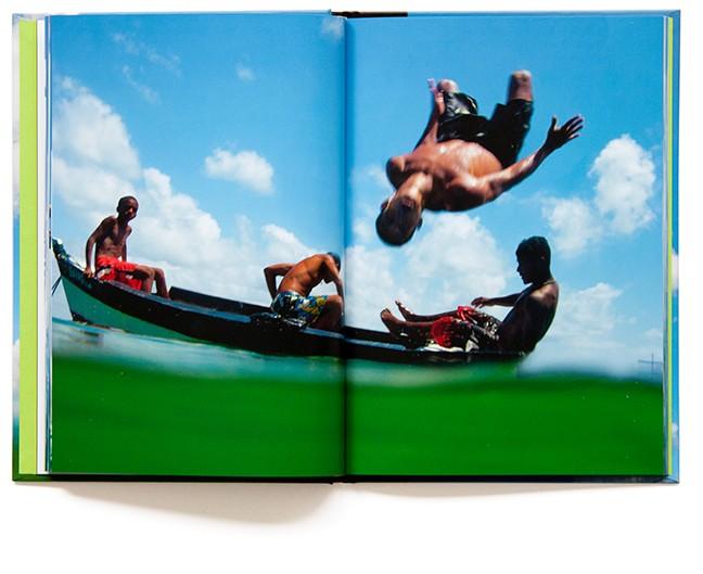 Ikaros - livre photo de Marc Dumas - Éditions Tout pour plaire - isbn : 2-9514322-3-2
