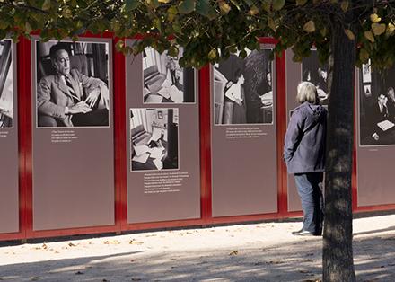 Tout pour plaire - Signalétique de l'exposition Jean Cocteau au Palais Royal, à Paris - vignette